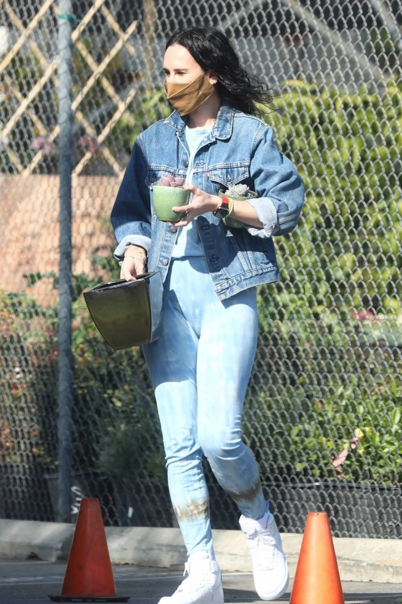 Rumer Willis 2021 : Rumer Willis – Seen with freiend while out in Los Angeles-02