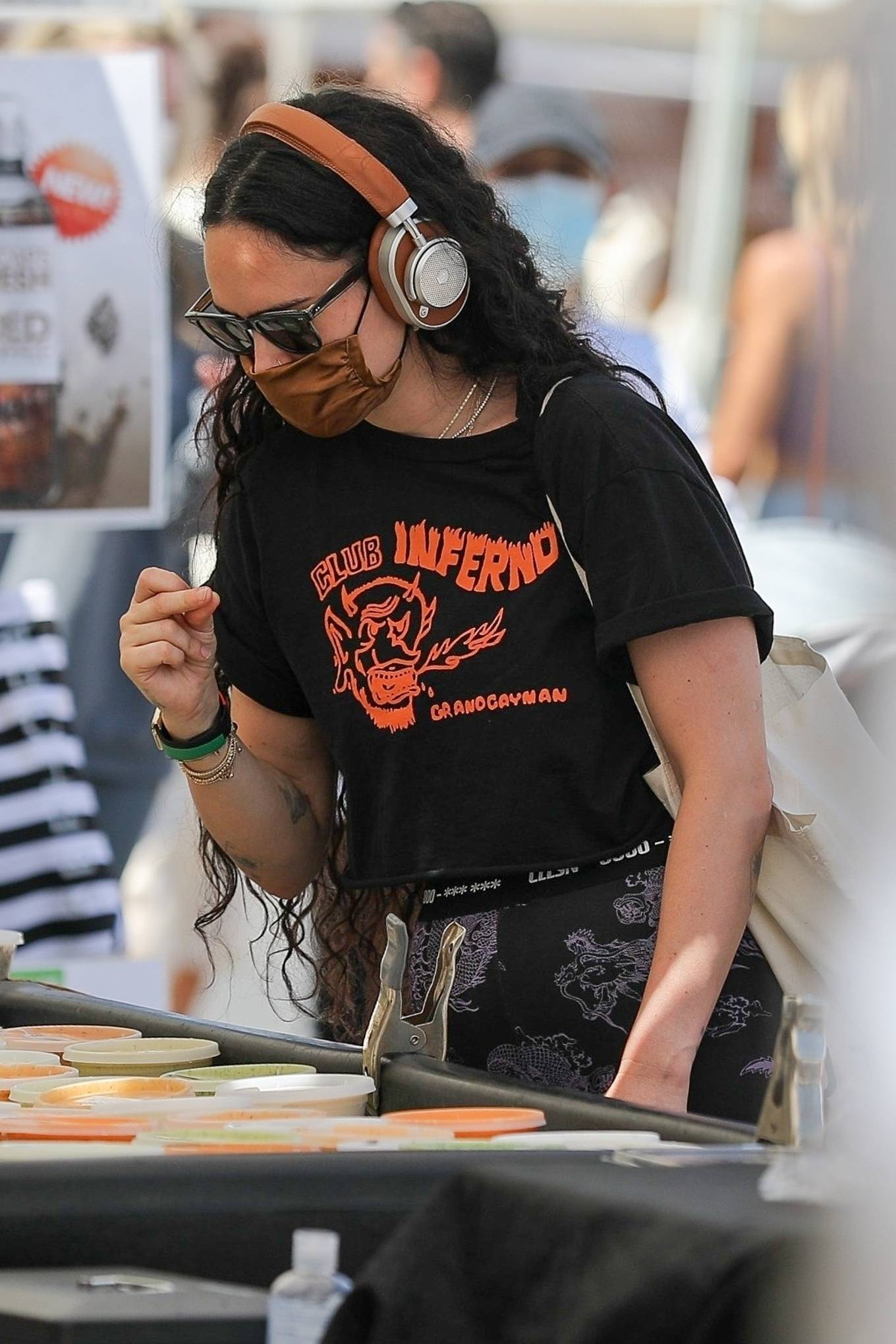 Rumer Willis 2021 : Rumer Willis – Shopping at the farmers market in West Hollywood-02