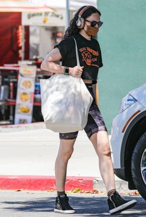 Rumer Willis - Shopping at the farmers market in West Hollywood