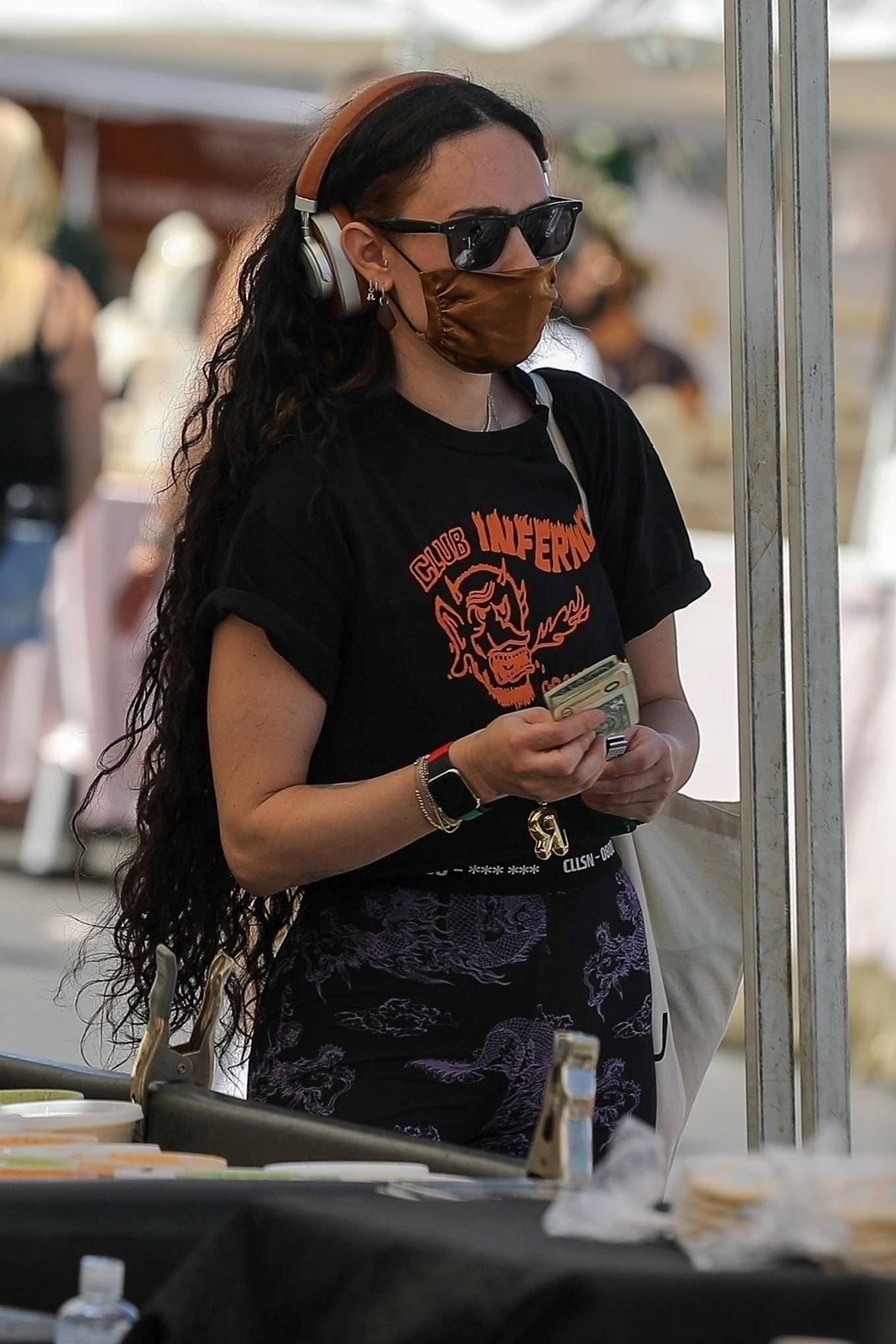 Rumer Willis 2021 : Rumer Willis – Shopping at the farmers market in West Hollywood-20