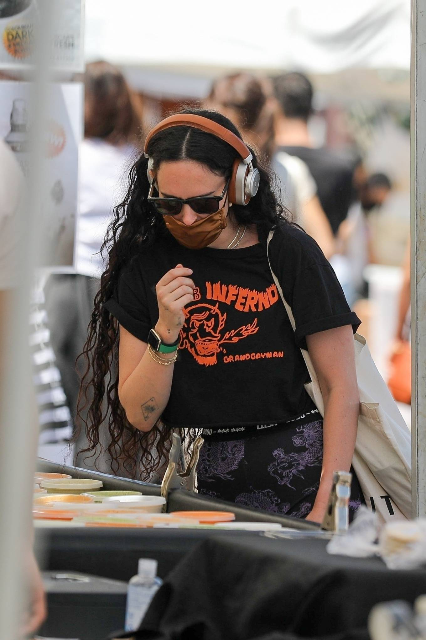 Rumer Willis 2021 : Rumer Willis – Shopping at the farmers market in West Hollywood-21