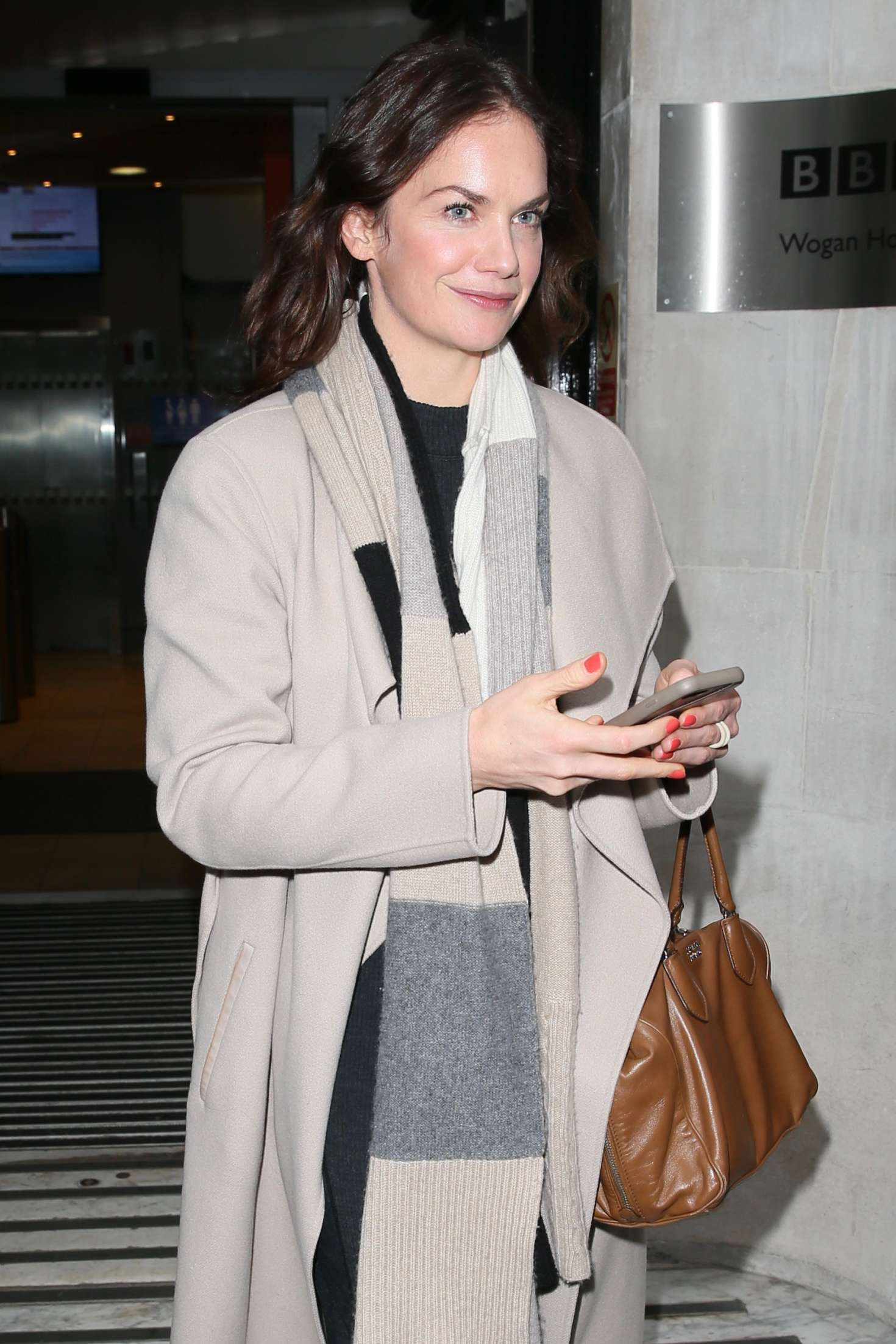 Ruth Wilson 2018 : Ruth Wilson: Leaving Radio Station -02