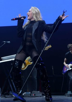 Sabrina Carpenter - 93.3 FLZ's Jingle Ball 2017 at Amalie Arena in Tampa