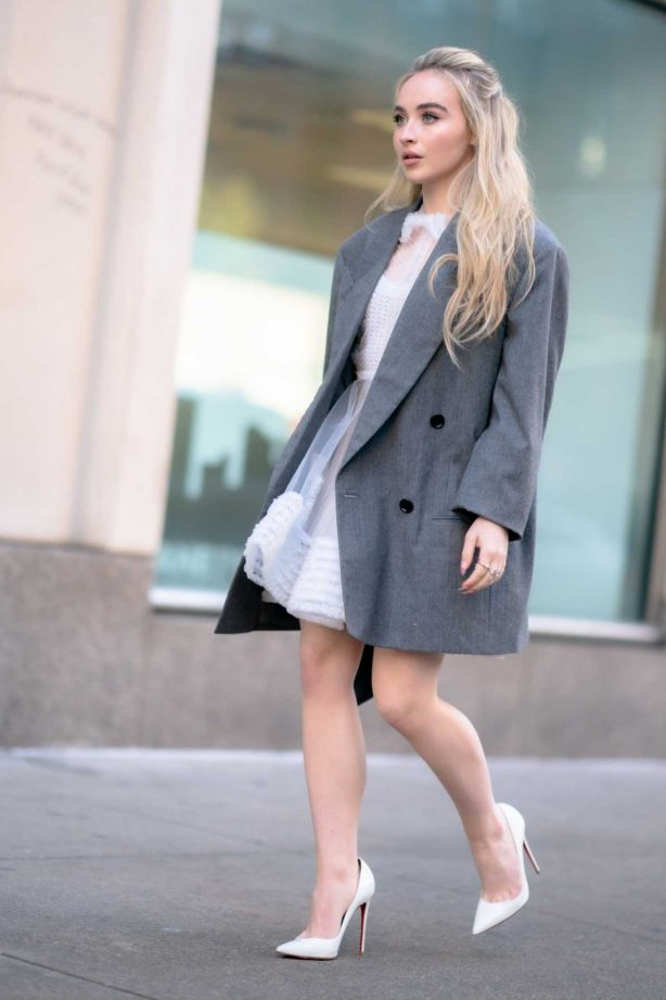 Sabrina Carpenter - out in NYC