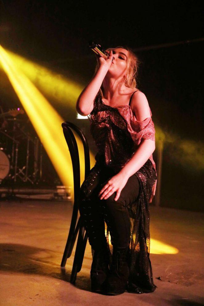 Sabrina Carpenter Performs live in Milano -04