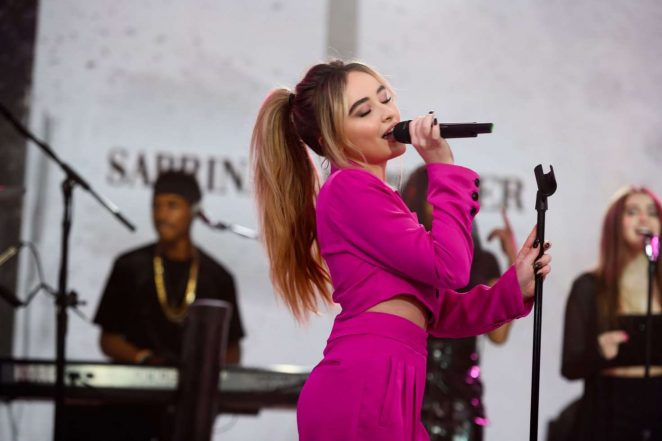 Sabrina Carpenter - Performs on the Today Show in NYC