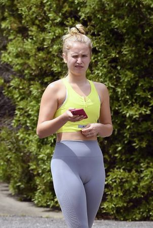 Sailor Brinkley Cook in Leggings - Out jogging in East Hampton