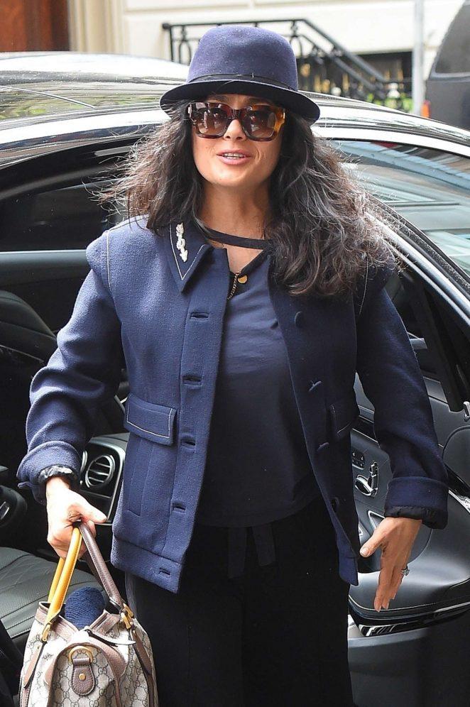 Salma Hayek - Arrives at her hotel in New York