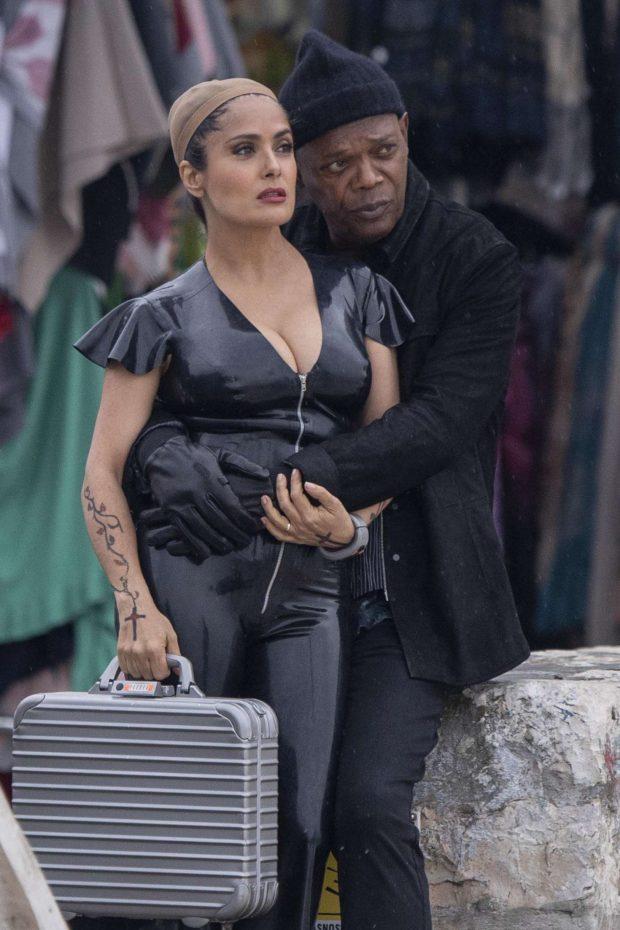 Salma Hayek: Wears a revealing PVC catsuit as she films The Hitman -01