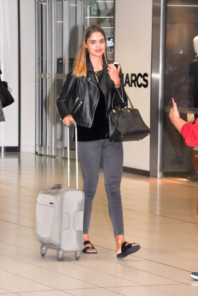 Samantha Harris at airport in Melbourne