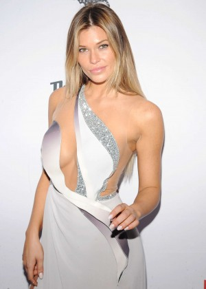 Samantha Hoopes - 2015 Sports Illustrated Swimsuit Issue Celebration in NYC