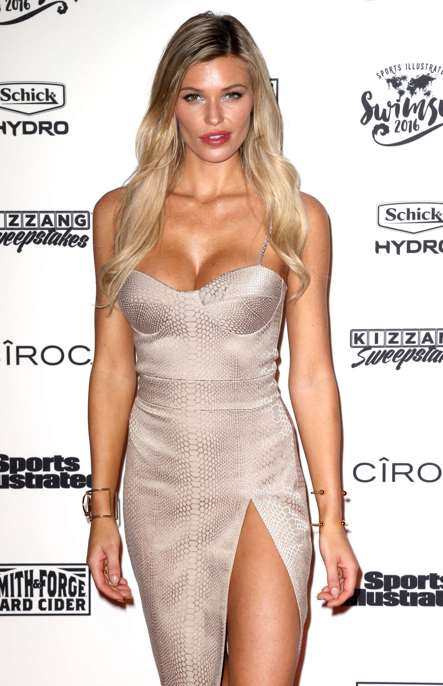 Samantha Hoopes - Sports Illustrated Celebrates Swimsuit 2016 VIP Red Carpet Event in NY