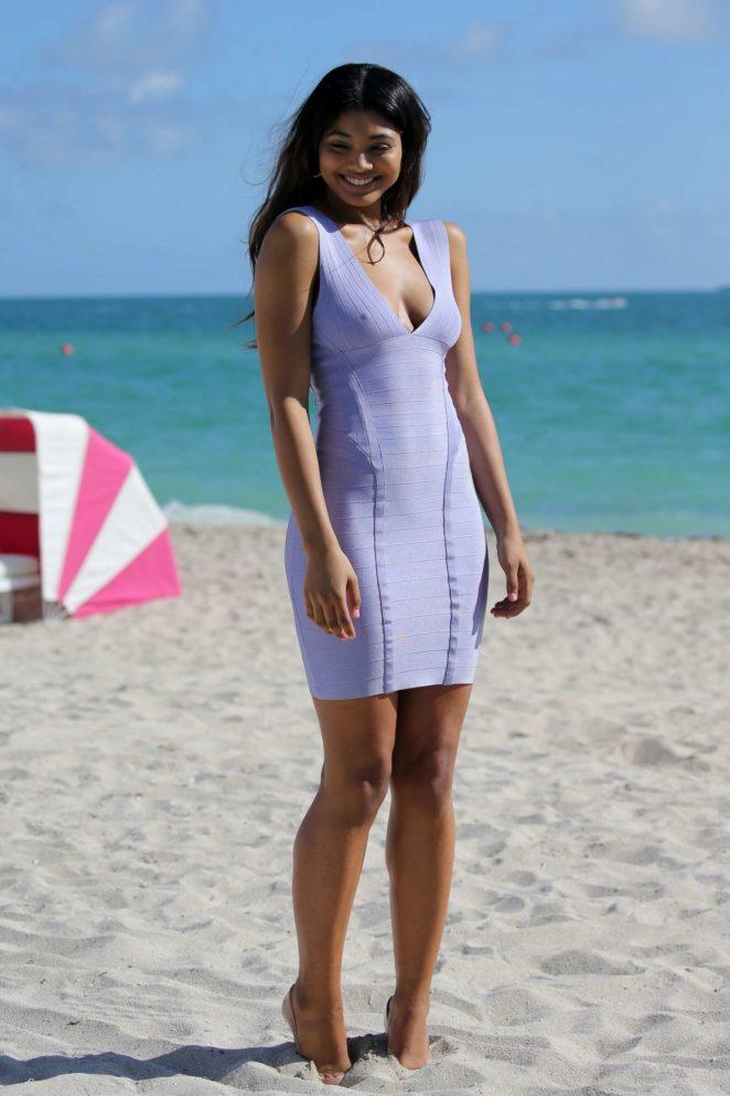 Samantha Hoopes: Sports Illustrated Swimsuit Island -06