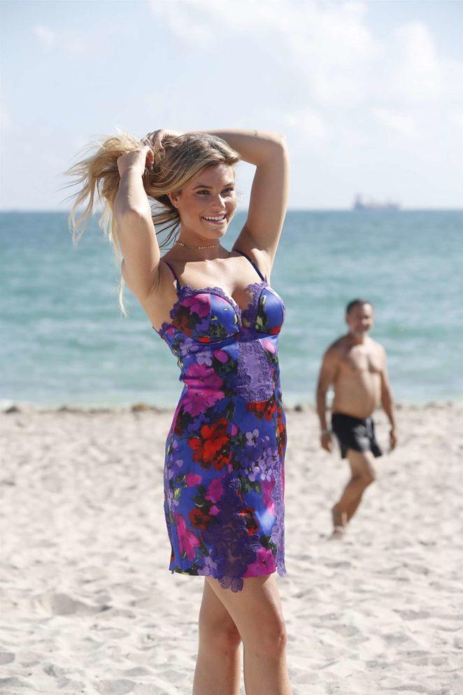 Samantha Hoopes: Sports Illustrated Swimsuit Island -18