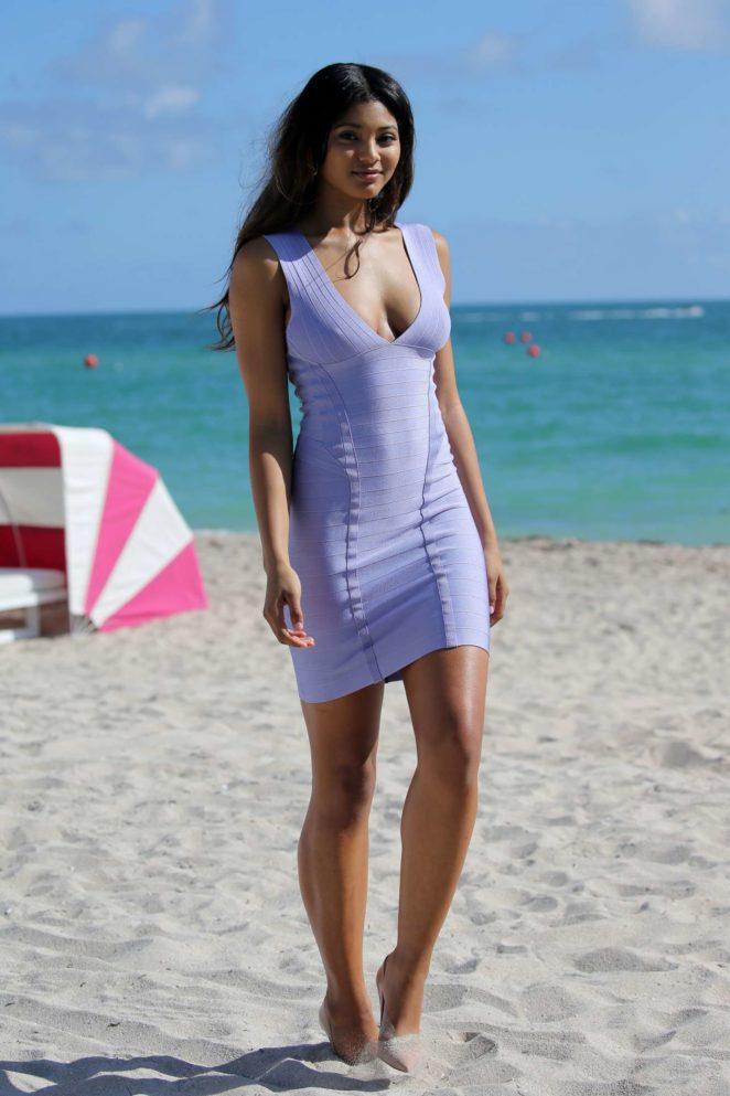 Samantha Hoopes: Sports Illustrated Swimsuit Island -22