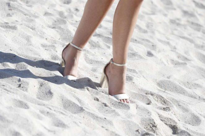 Samantha Hoopes: Sports Illustrated Swimsuit Island -65