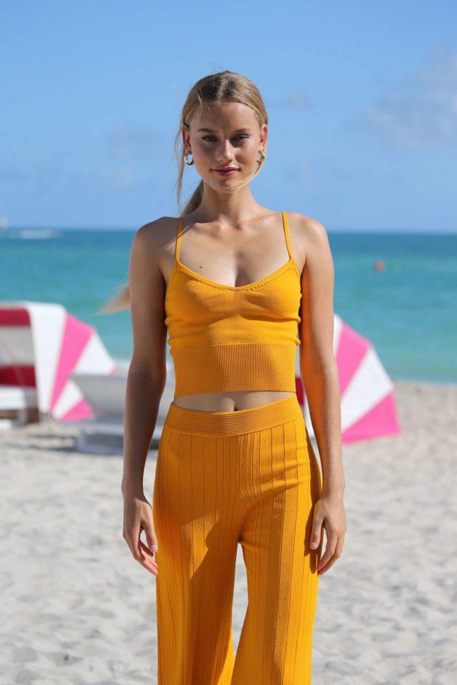 Samantha Hoopes: Sports Illustrated Swimsuit Island -72