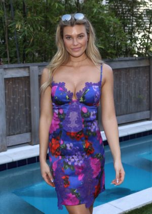 Samantha Hoopes - Sports Illustrated Swimsuit Island in Miami