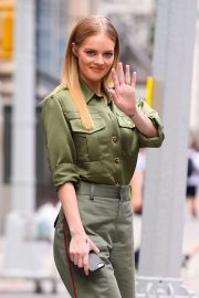 Samara Weaving - Spotted at AOL Build in New York City