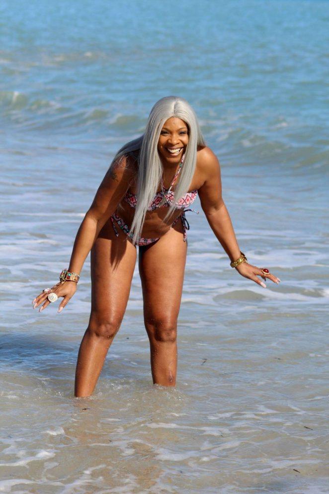 Sandi Bogle: Bikini Candids -08