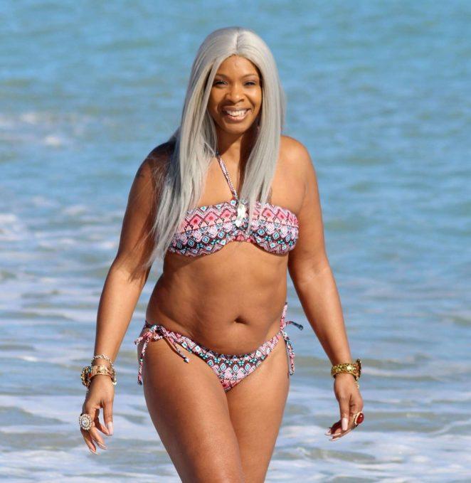Sandi Bogle: Bikini Candids -25
