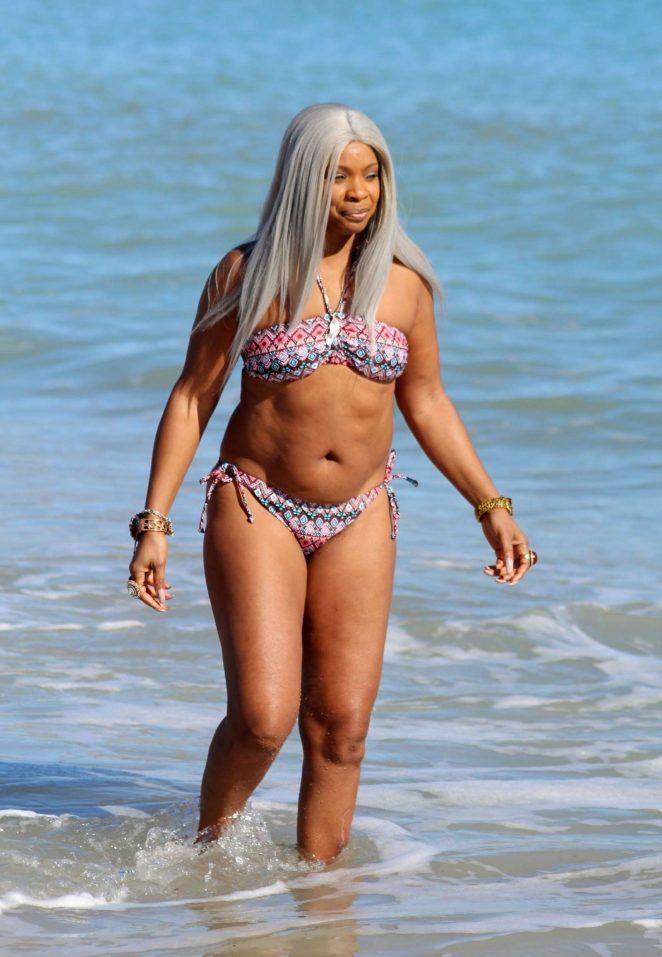 Sandi Bogle: Bikini Candids -26