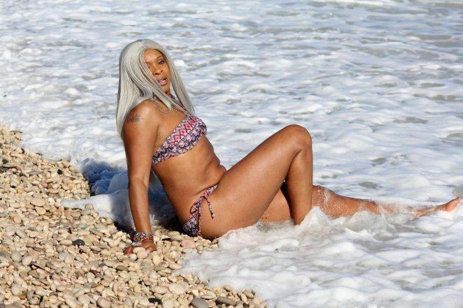 Sandi Bogle: Bikini Candids -40