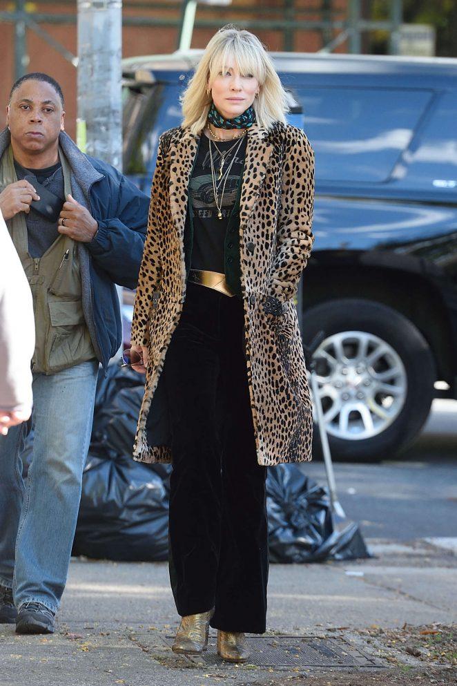 Sandra Bullock and Cate Blanchett filming Oceans 8 -01 ...