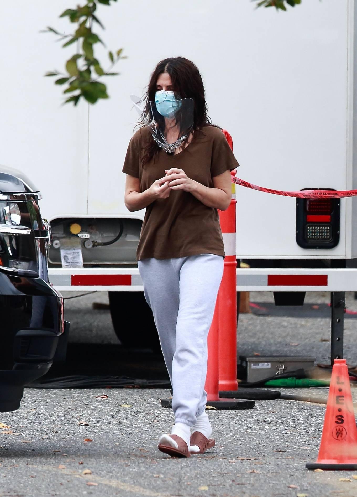 Sandra Bullock 2020 : Sandra Bullock – Filming in Vancouver-05