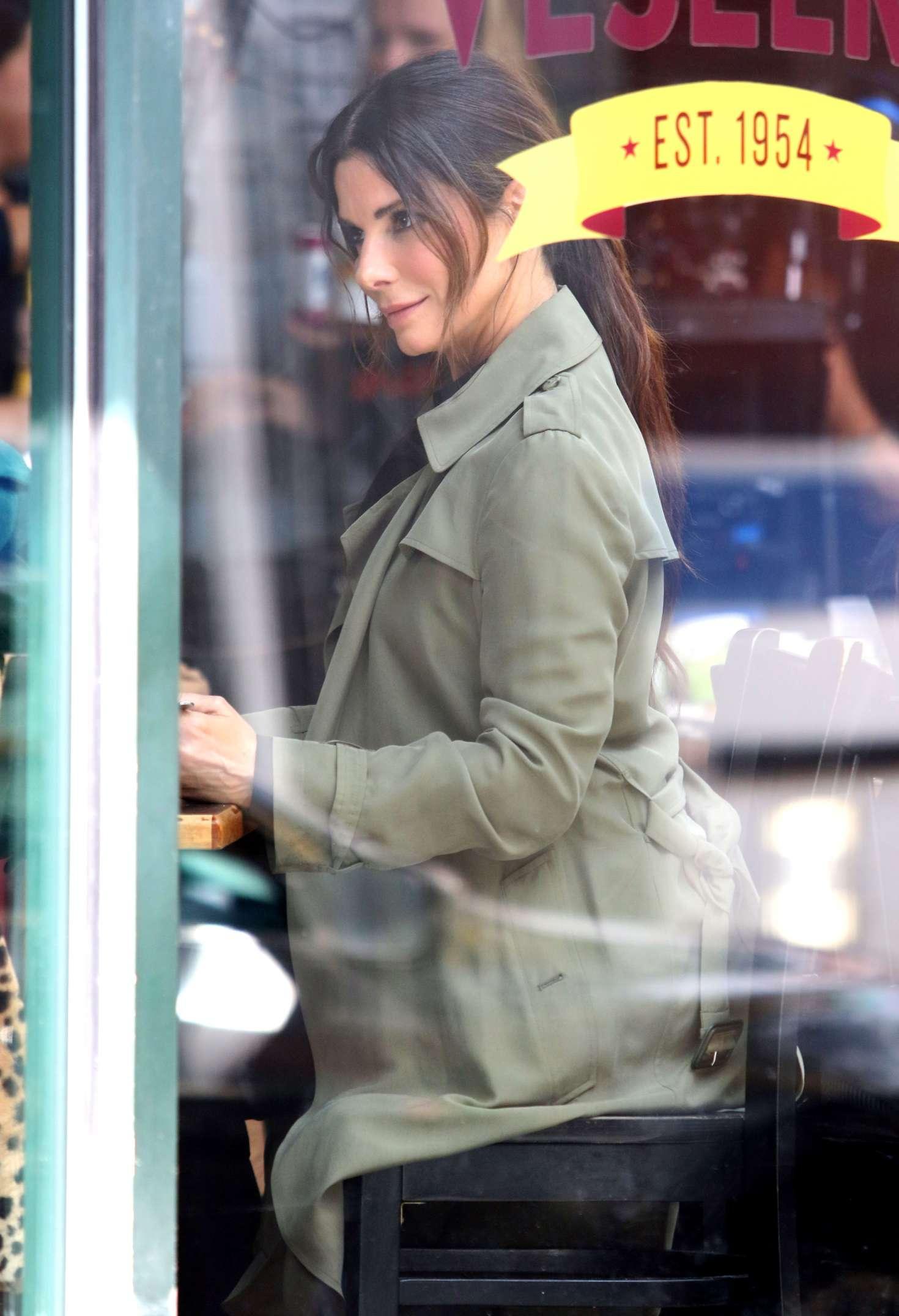 Sandra Bullock - Filming reshoots for 'Oceans 8' in New York City