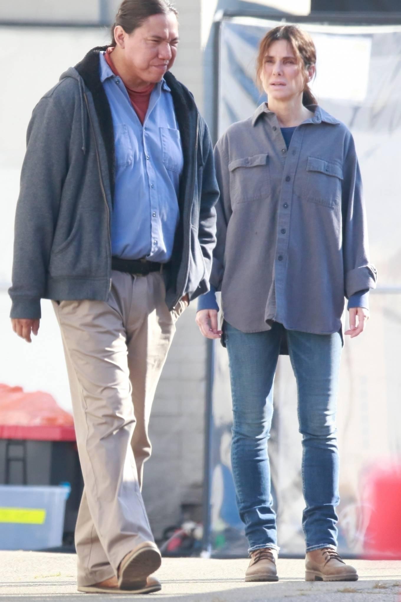 Sandra Bullock - Shoots a scene for Netflix film in Vancouver