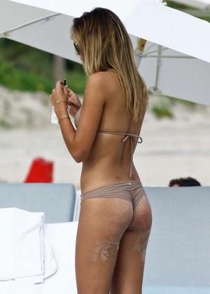 Sandra Kubicka: Hot in Bikini -02