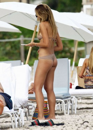 Sandra Kubicka: Hot in Bikini -14