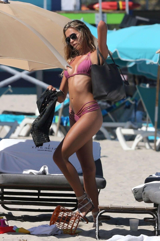 Sandra pink bikini pics