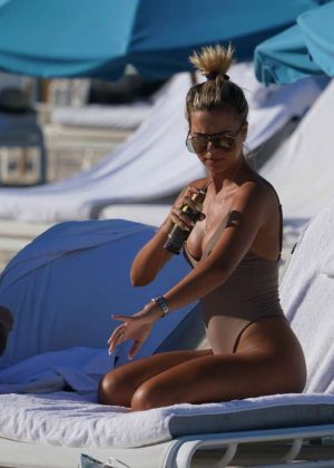 Sandra Kubicka in Swimsuit at the beach in Miami