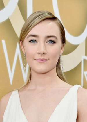Saoirse Ronan: 2016 Golden Globe Awards -05