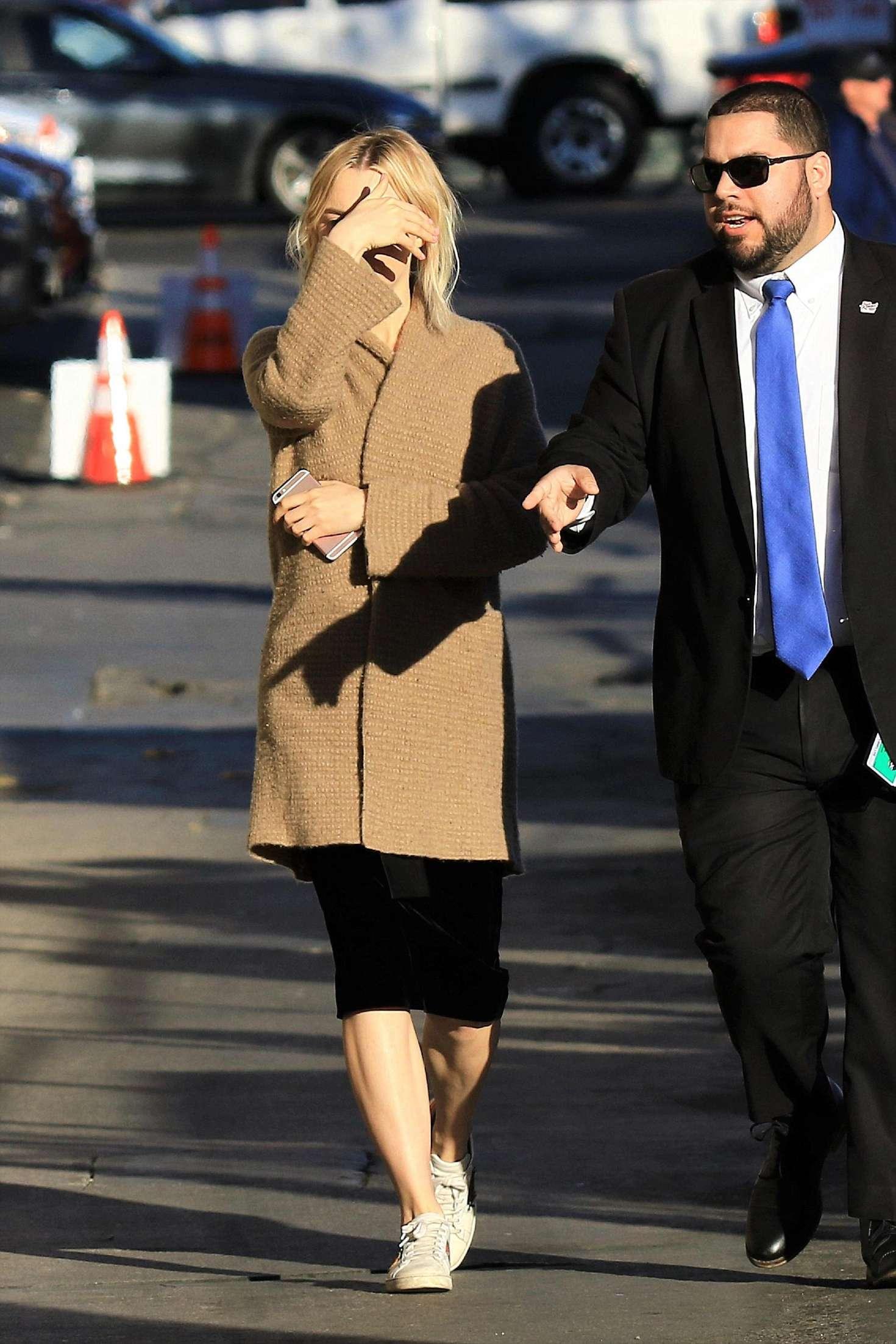 Saoirse Ronan 2018 : Saoirse Ronan: Arriving at Jimmy Kimmel Live -08
