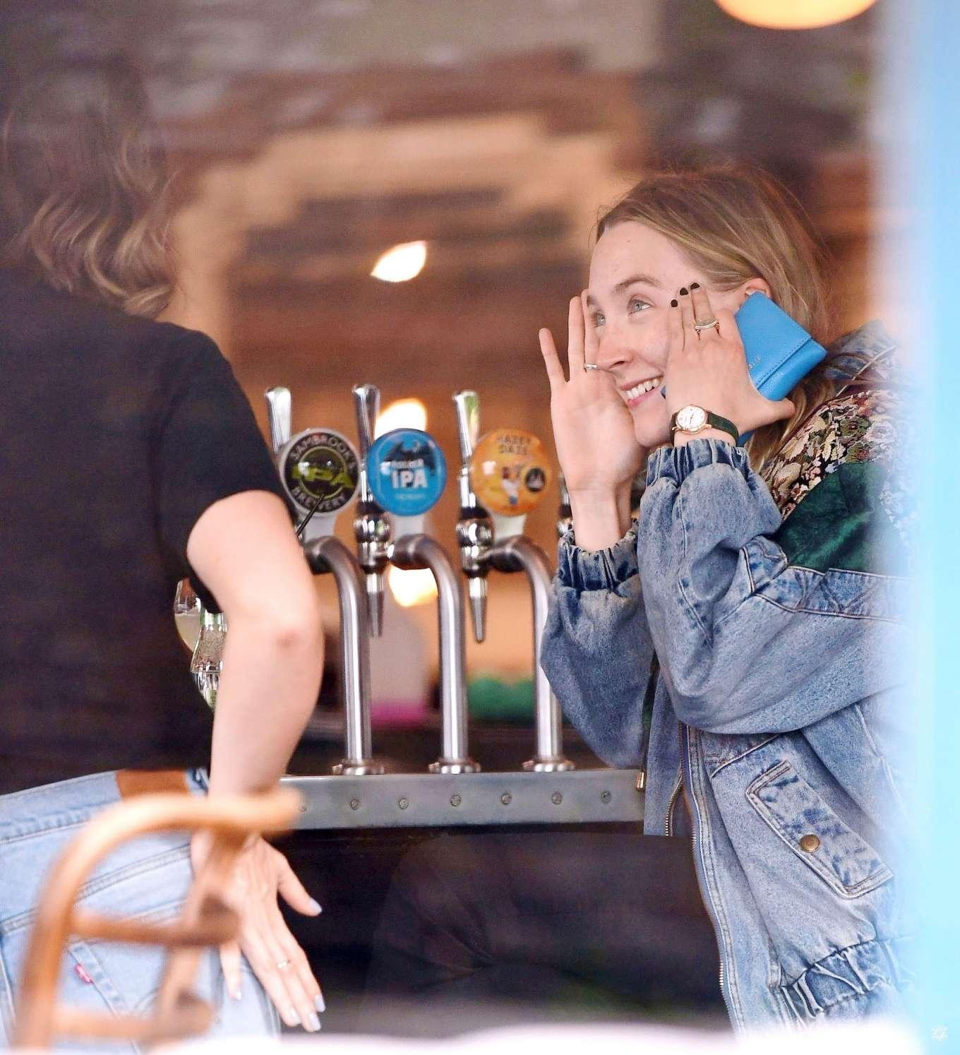 Saoirse Ronan 2019 : Saoirse Ronan at the pub in Notting Hill-02