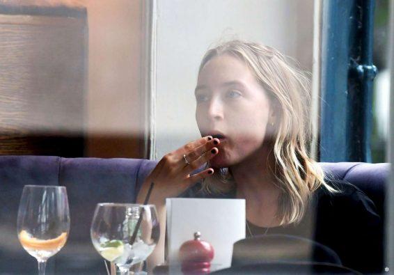 Saoirse Ronan 2019 : Saoirse Ronan at the pub in Notting Hill-03