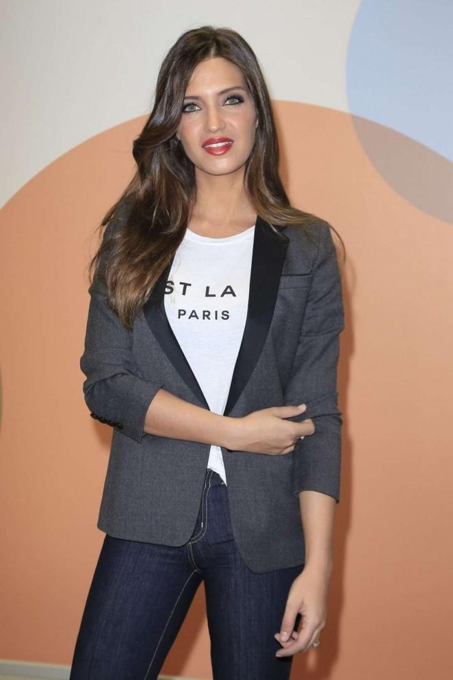 Sara Carbonero - Presents the Mediaset News in Madrid