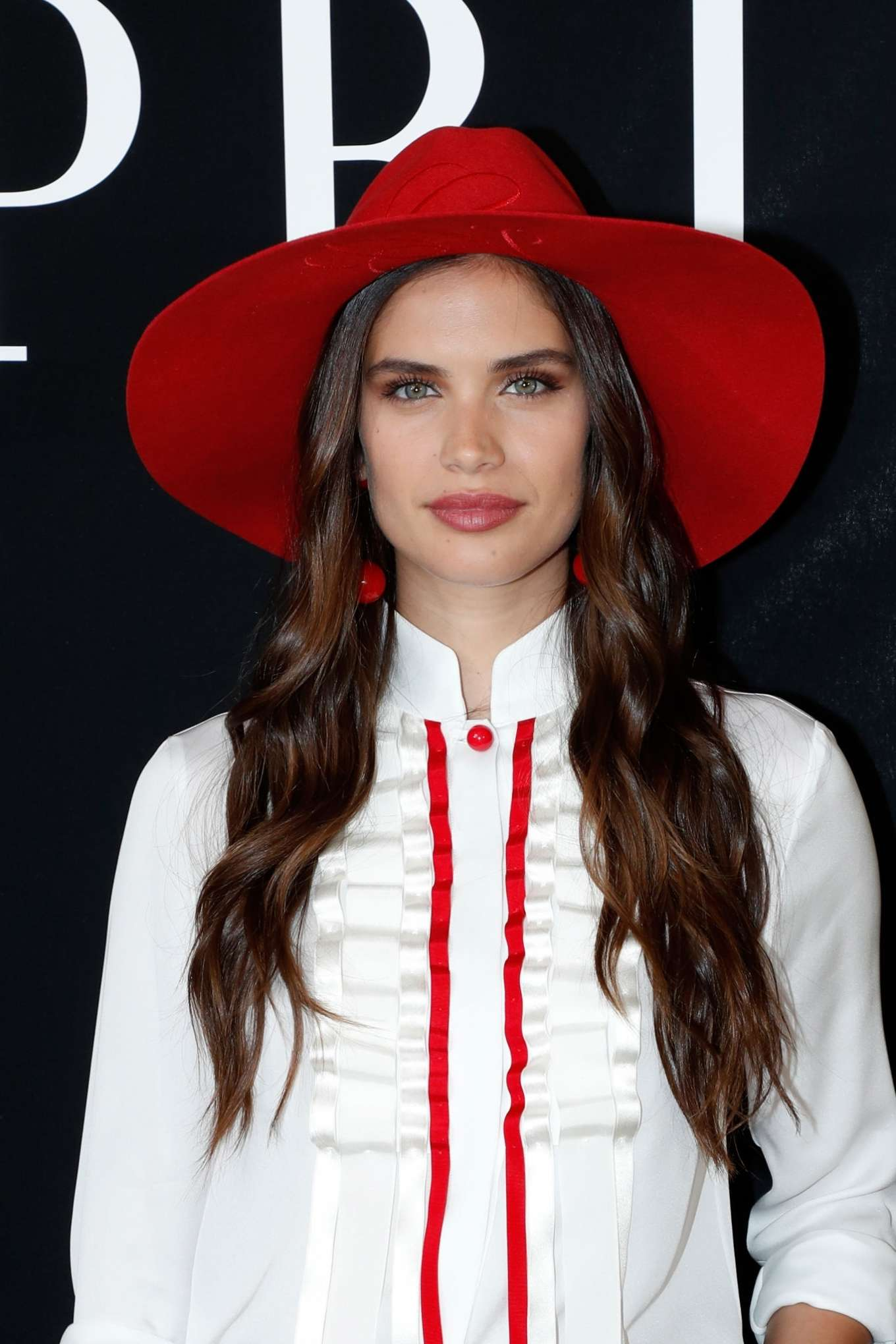 Sara Sampaio - 2019 Paris Fashion Week - Giorgio Armani Prive Haute Couture Fall-Winter