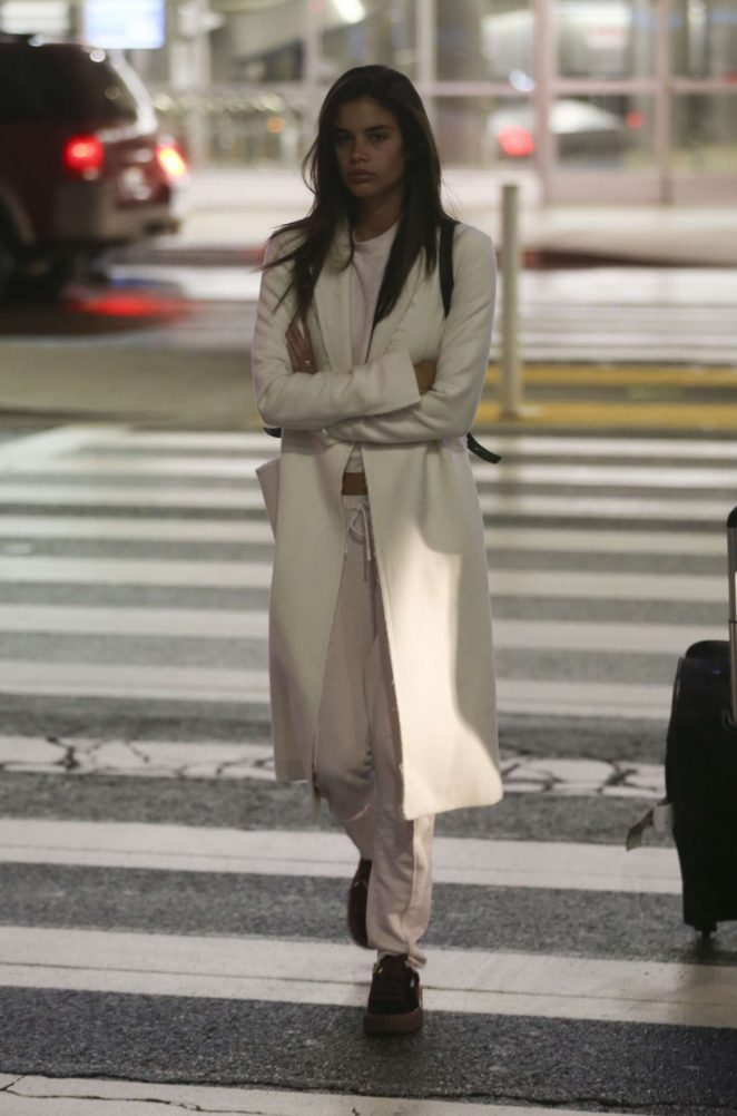 Sara Sampaio - Arrives at LAX Airport in Los Angeles