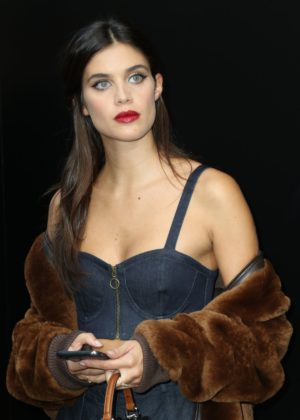 Sara Sampaio - Dolce and Gabbana 2017 Fashion Show
