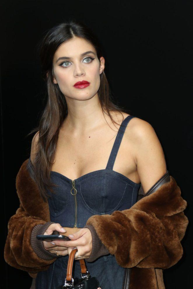 Sara Sampaio – Dolce and Gabbana 2017 Fashion Show