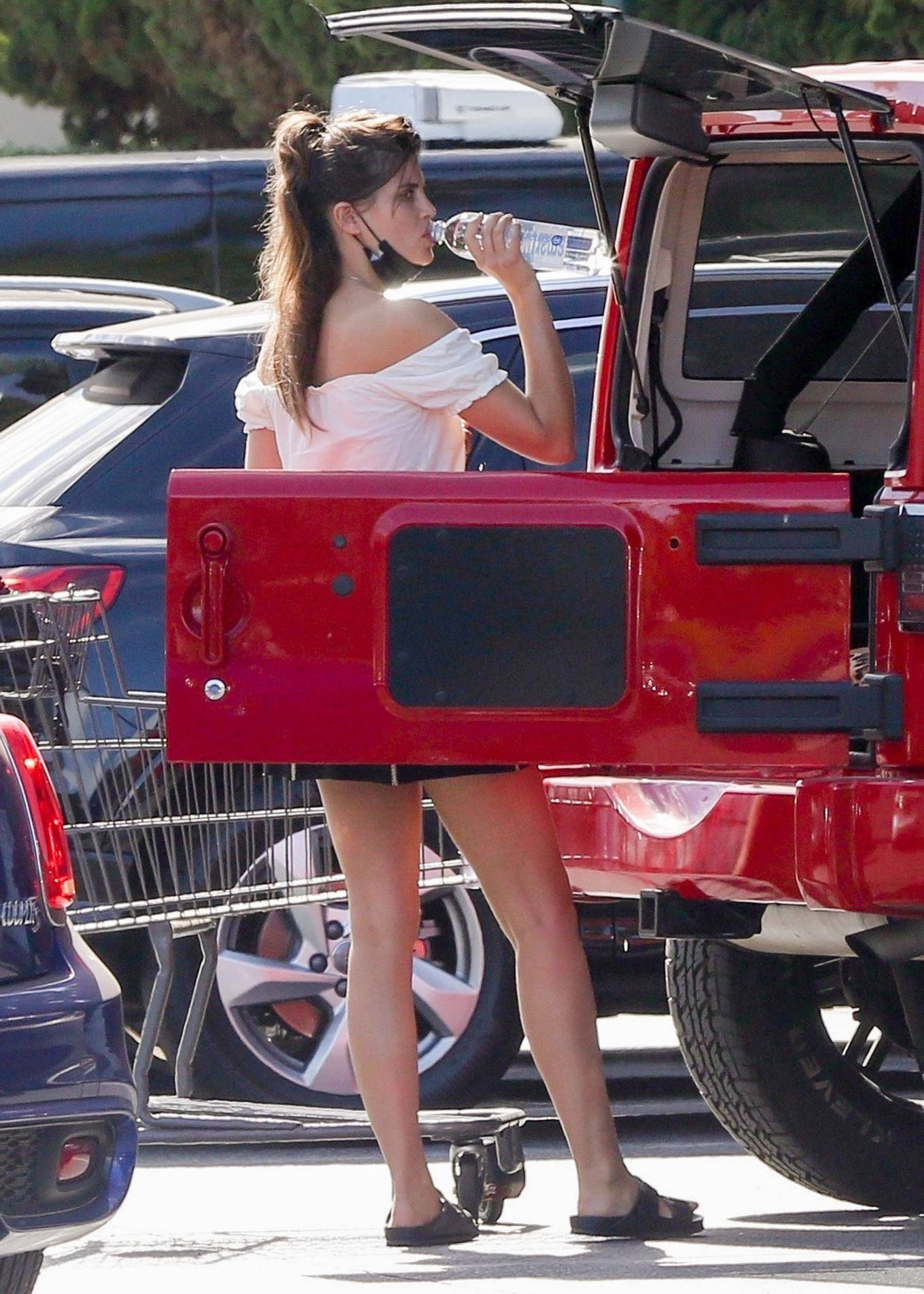 Sara Sampaio - Grocery shopping at Bristol Farms in Beverly Hills