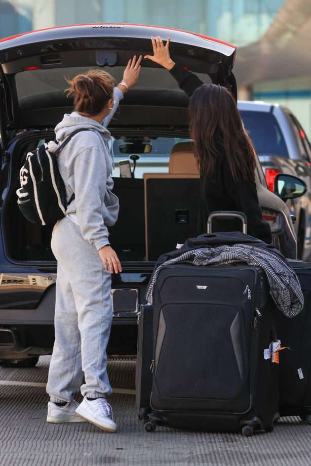 Sara Sampaio - In a grey sweatsuit catches a flight at a LAX