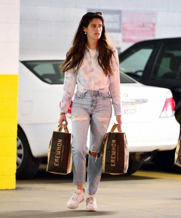 Sara Sampaio in Ripped Jeans - Shopping in Los Angeles