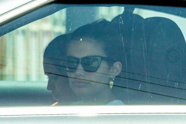 Sara Sampaio - In the car with a friend