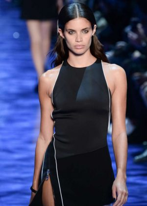 Sara Sampaio - Mugler Fashion Show SS17 in Paris
