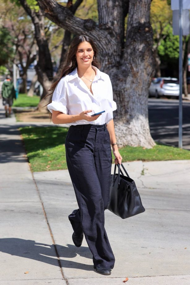 Sara Sampaio - Seen running errands in Los Angeles